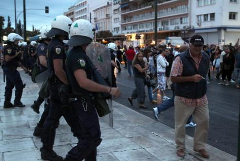 Lupte de strada la Atena. O greva generala de 24 de ore a paralizat Grecia