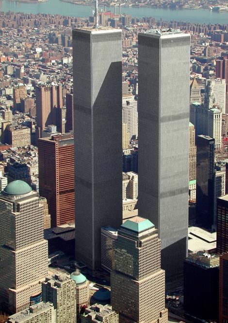 """Atentatele de la 11 septembrie 2001: Proprietarii """"Turnurilor Gemene"""" cer despagubiri de miliarde de dolari liniilor aeriene"""
