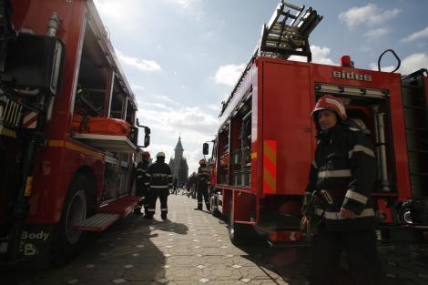 Doua depozite ale Garzii Financiare din Bucuresti au luat foc