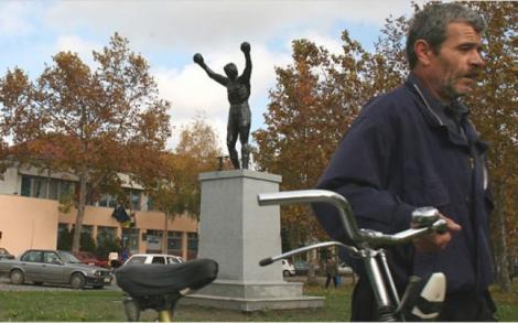 Rocky Balboa din Banatul sarbesc: Statuia ridicata pentru a face un brand dintr-un sat defavorizat