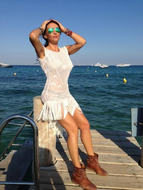 Mihaela Radulescu, sexy pe malul marii, la Monaco