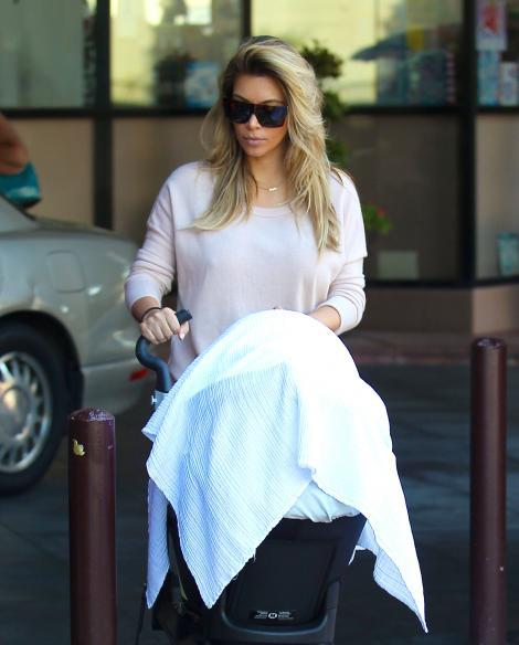 FOTO! Kim Kardashian si Kanye West, parinti la datorie