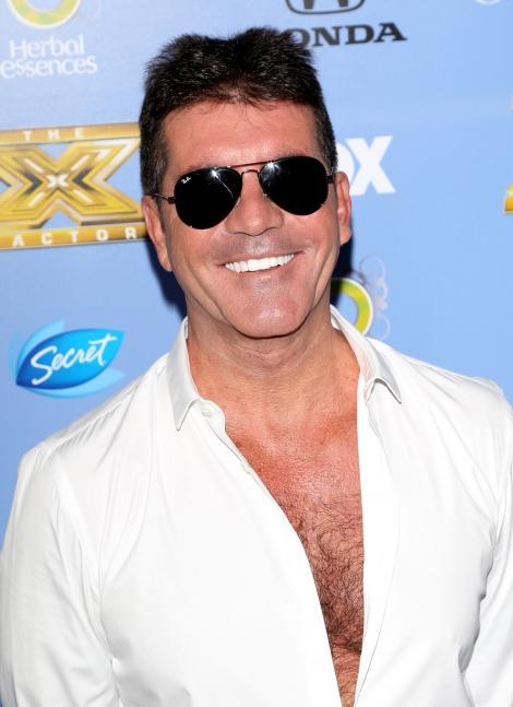 """Simon Cowell a cantat melodia de pe genericul serialului """"Power Rangers"""" pentru un milion de dolari"""