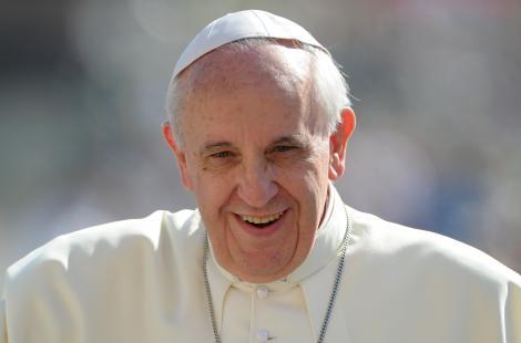 "Papa Francisc, extrem de popular pe Twitter! Suveranul a ajuns la 10 milioane de ""followeri"""