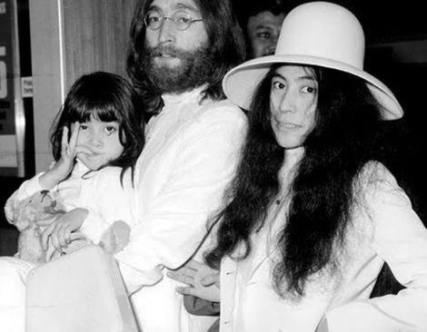 Casa in care John Lennon si-a petrecut copilaria s-a vandut pentru 500.000 de euro