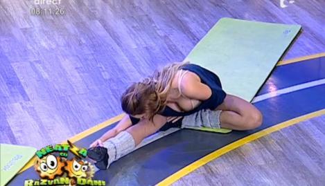 "COD ROȘU de senzualitate la ""Neatza""! Flavia și Roxana, exerciții de stretching spectaculos de sexy!"