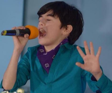 Ritmuri orientale în plină iarnă. Omar a cântat de ziua Antenei 1 Deva!