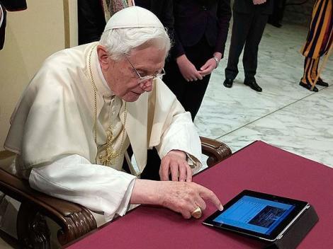 Contul de Twitter al Papei Benedict al XVI-lea va fi inchis definitiv dupa demisia oficiala a acestuia