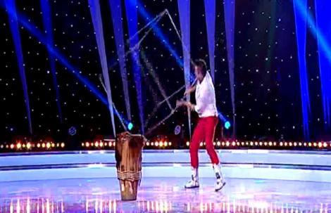 """Columbianul Fabian Sanchez, clovnul de la Facultatea de Circ, a facut spectacol la """"Romania Danseaza""""!"""