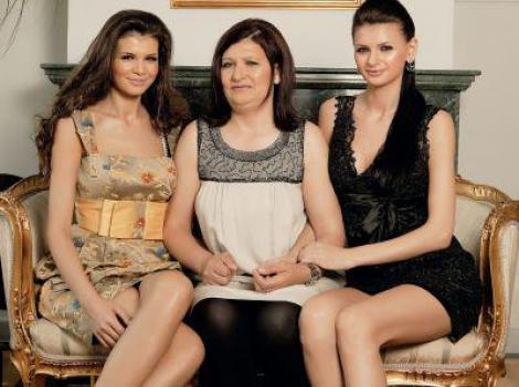 Surorile Gabor, Monica si Ramona, isi rasfata mama. Dupa America, Veronica Gabor a ajuns in Dubai!