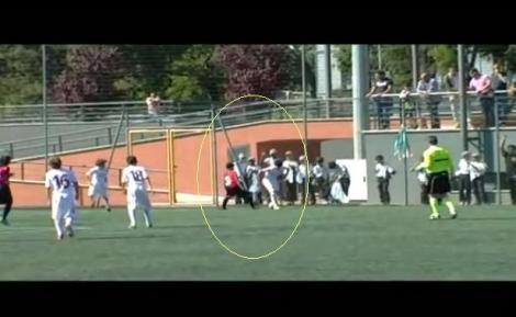 VIDEO: Cel mai tare dribling reusit in Italia! Un junior de la AS Roma si-a umilit adversarul cu o trecere de efect