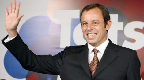 Sandro Rosell, presedintele Barcelonei, a gasit solutia pentru a scapa de reporteri! S-a ascuns in toaleta.. femeilor