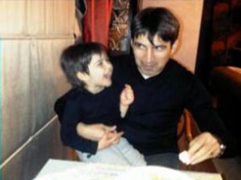 Victor Piturca, cu baiatul sau in brate! Imagini exclusive cu Piti, Vica si fiul lor, Edan
