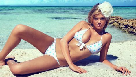 FOTO! Un vis devenit realitate: Kate Upton, mireasa in bikini!