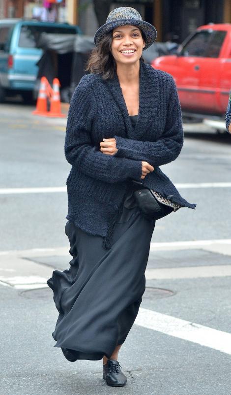 Ziua arata ca o bunica, seara se transforma in printesa: Rosario Dawson, Cenusareasa de la Hollywood