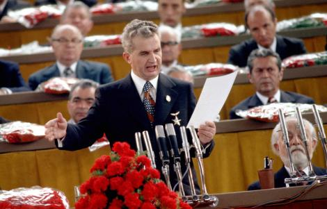 Nicolae Ceausescu scria versuri. Iata o poezie descoperita in arhiva PCR!