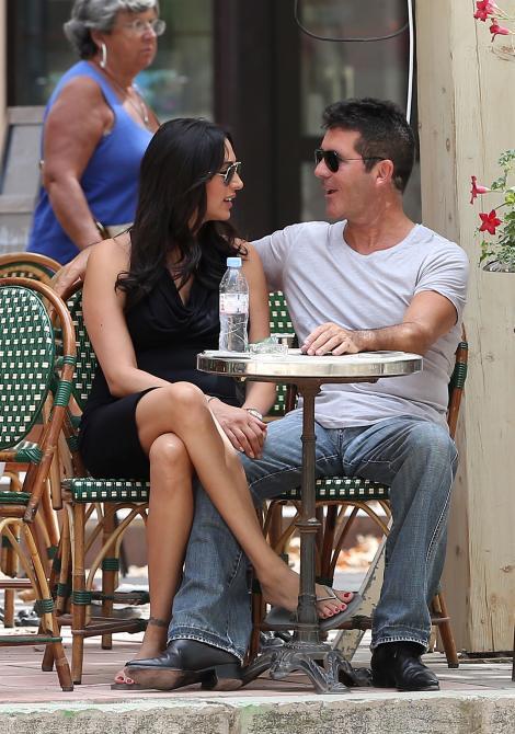 FOTO: Simon Cowell, vacanta la Saint-Tropez, alaturi de iubita insarcinata!