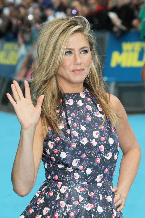 "Jennifer Aniston: ""Am o bara de striptease acasa!"""