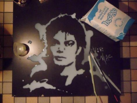 Portrete lichide: Michael Jackson, Monalisa si Yoda, din lapte, sos de barbecue sau vin