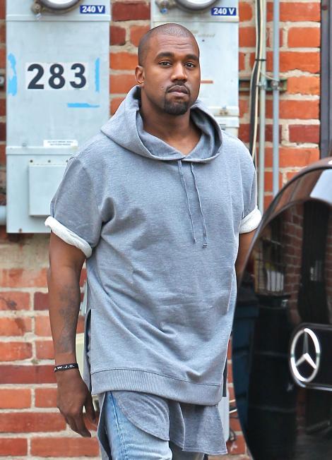 FOTO! Kanye West a fost pus, oficial, sub acuzare pentru agresiune si tentativa de furt