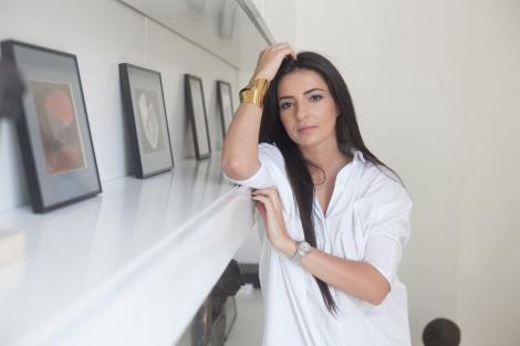 Alina Teodorescu, expozitie inedita! Picteaza pe iPad cu ajutorul unei aplicatii