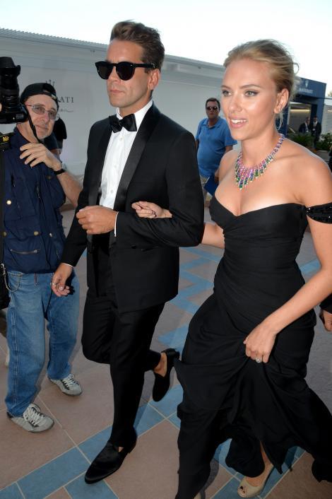 Oh la la! Scarlett Johansson s-a logodit cu un jurnalist francez