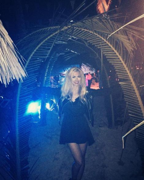 Andreea Bălan, la party pe plajă!