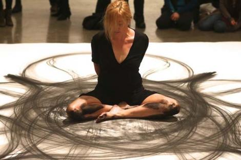 Galerie FOTO: Artă la nivel... inferior! Pariai că nu ştie ce face, dar rezultatele sunt uimitoare
