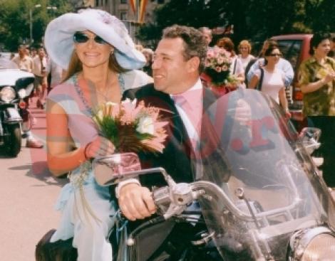 Îți mai aduci aminte de nunta cu Romanița? Au plecat împreună pe motor