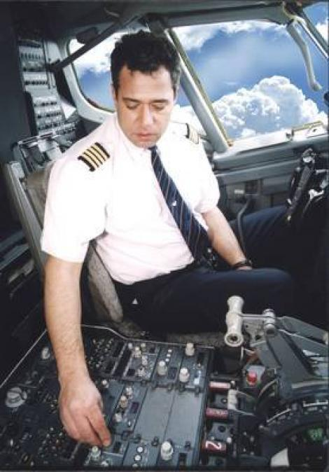 Iată cum arăta Adrian Iovan tânăr, la manșa avionului (FOTO)