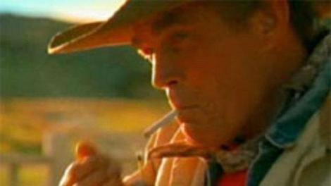 "Eric Lawson, ""omul Marlboro"", a murit din cauza fumatului"