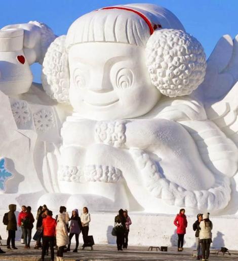 Foarte tare! Zăpada a fost prilej de bucurie pentru mai mulţi artişti care au făcut opere de artă