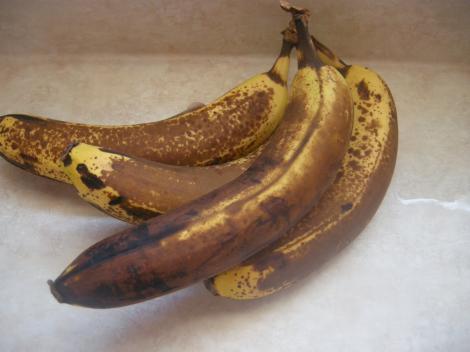 Verdict ULUITOR! Ce se întâmplă cu organismul nostru când mâncăm banane cu coaja neagră