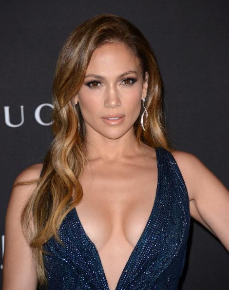 Aoleu, Doamne, ce femeie! Jennifer Lopez a renunţat la haine şi şi-a etalat formele perfecte! Juri că e o puştoaică