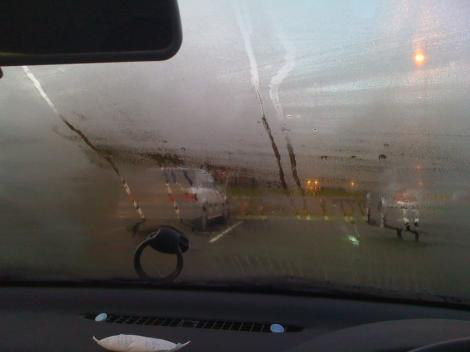 Truc genial! Cum să dezabureşti geamurile maşinii în doar câteva secunde! Nu ţi-a trecut niciodată prin cap să încerci asta