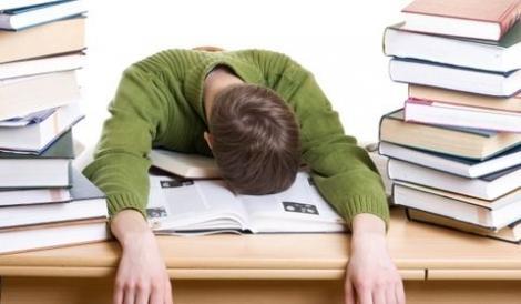 SE APROPIE! Teze, teste și examene! Uite niște trucuri ca să nu te chinui cu învățatul!