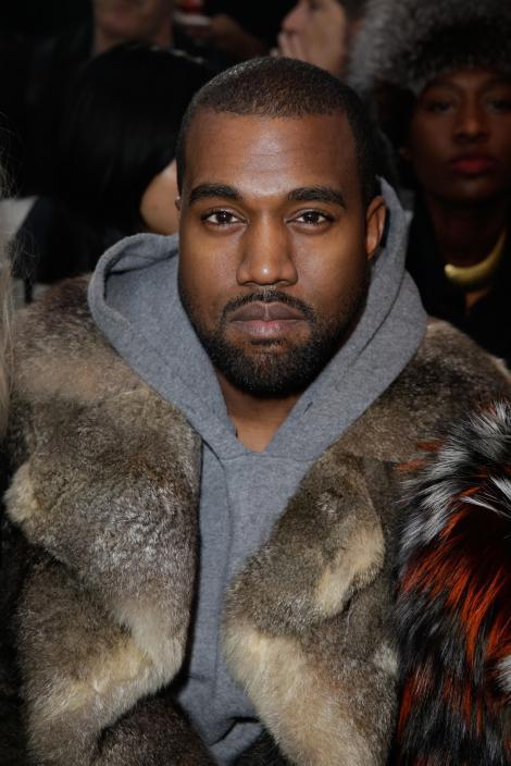 Pantofii creaţi de Kanye West se vând cu 16,4 milioane de dolari