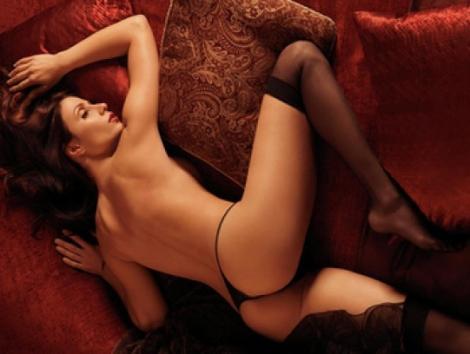 Femeie la pat! Poziția provocatoare care îți dă fiori! (FOTO SEXY)