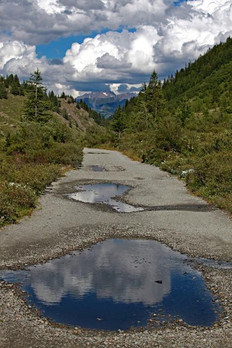 FOTO! Gropile din asfalt nu mai sunt o problemă! Iată cele mai inventive soluții