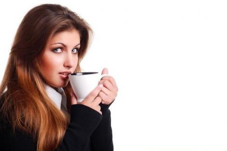 Cafea sau ceai verde? Ce e mai sănătos să bei?