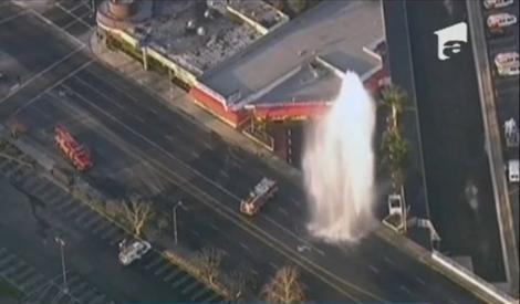 Un hidrant s-a transformat în gheizer și a erupt în mijlocul străzii