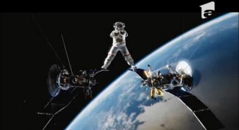 Van Damme recidivează: Face sfoara între doi sateliţi
