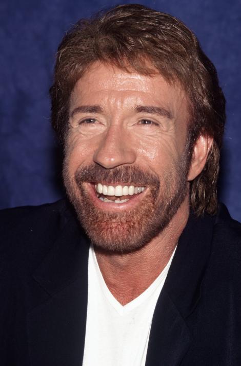 Chuck Norris împlinește 74 de ani. Iată cele mai tari glume cu actorul