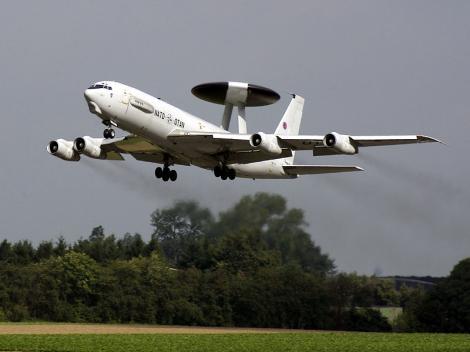 România, survolată de avioane NATO ce monitorizează situaţia din Ucraina