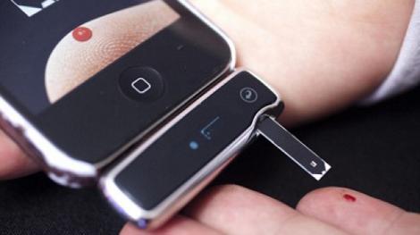 Smartphonul, aliatul sănătăţii! Măsurarea glicemiei se poate face, de acum înainte, cu telefonul mobil