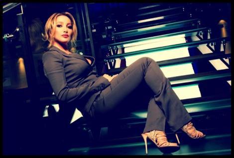 Cu ea să tot faci afaceri! Uite cum arată prietena traficantă a lui Berlusconi (GALERIE FOTO)