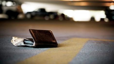 Trebuie să vezi asta! Ce fac oamenii când văd că unui om i-a scăpat portofelul pe stradă
