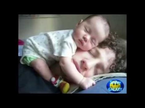 Video! Cei mai amuzanți bebeluși din lume