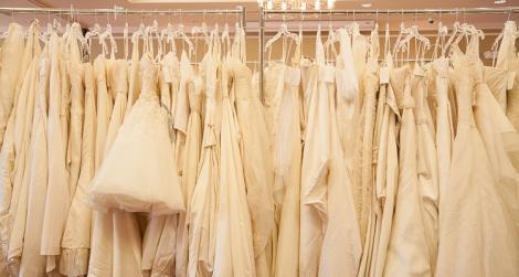 Buluc la rochii de mireasă, la Târgul Naţional de Nunţi din Bucureşti