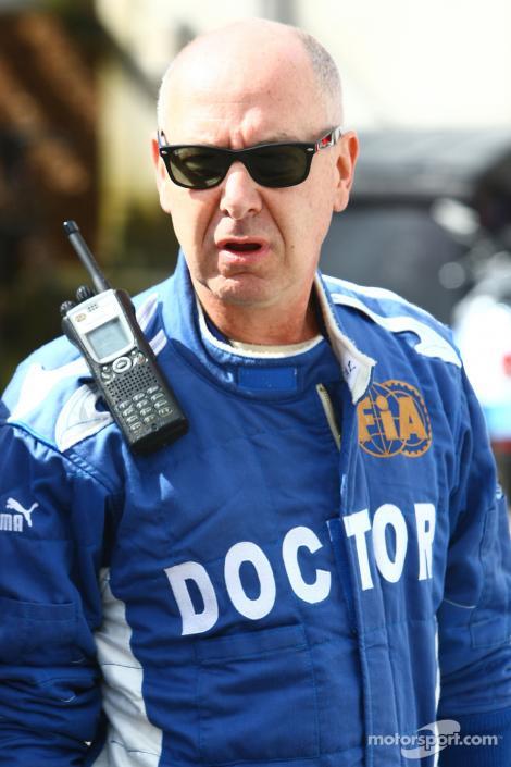 """Fost medic din Formula 1: """"Fanii lui Schumacher TREBUIE SĂ SE PREGĂTEASCĂ DE CE E MAI RĂU"""""""